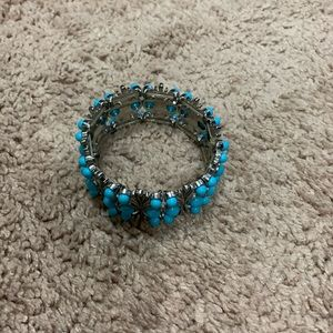 Women's stretch bracelet - turquoise colored beds